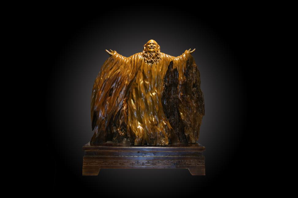 2015年3月创办华夏神韵根雕艺术馆 2016年8月设立根雕艺术创作教学